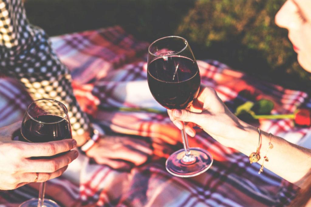 Το αλκοόλ βοηθά να κάνω καλύτερο σεξ;
