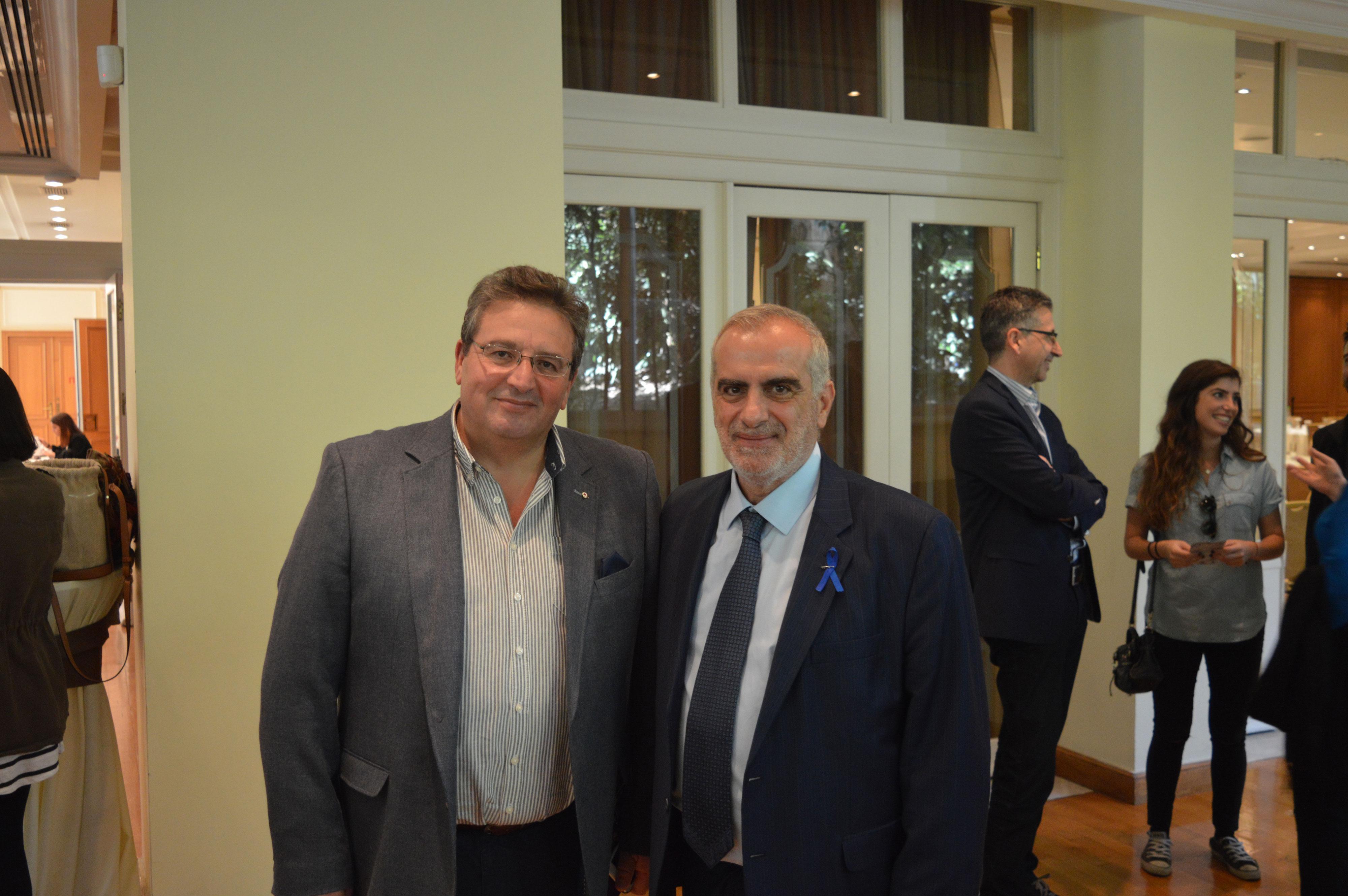 Ο αντιπρόεδρος της ΑΚΟΣ Δρ. Σπύρος Γκούβαλης και ο Κωνσταντίνος Ντούμας, Χειρουργοί Ουρολόγοι αμφότεροι.