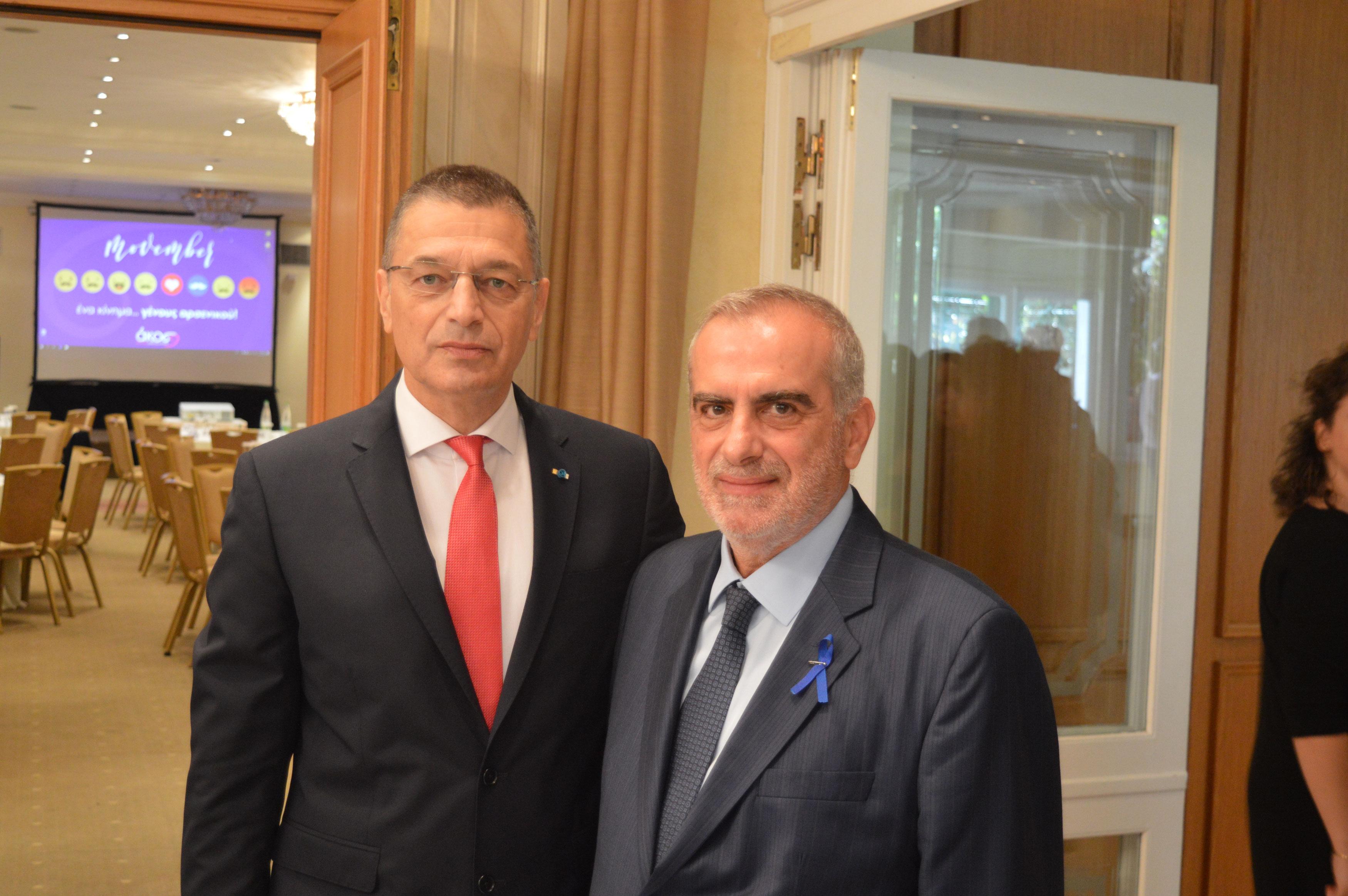 Ο υφυπουργός Άμυνας Αλκιβιάδης Στεφανής και ο αντιπρόεδρος της ΑΚΟΣ Δρ. Σπύρος Γκούβαλης.