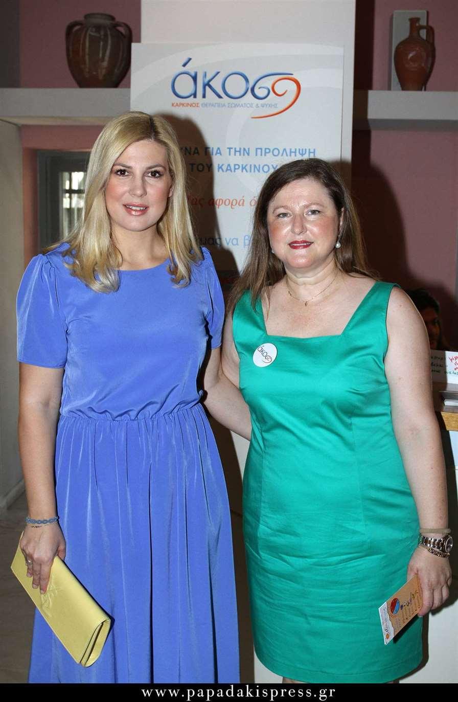 Η Ράνια Θρασκιά που παρουσίασε την εκδήλωση της ΑΚΟΣ με την Πρόεδρο της, Δρ. Δέσποινα Κατσώχη