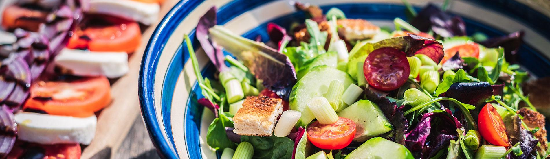 Σαλάτες: η υγιεινή απόλαυση του καλοκαιριού